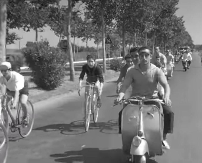 """Vespa - Faro Basso En La Película """"vacaciones En Roma"""""""