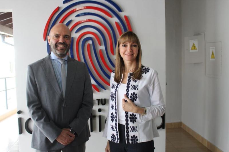comunidad italiana -Embajador Con Ministra