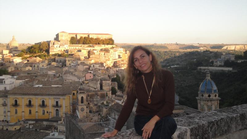 Sicilia - Ochipinti Primer Plano Y Ciudad