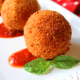 Arancini - Tres muestras en un plato de presentación