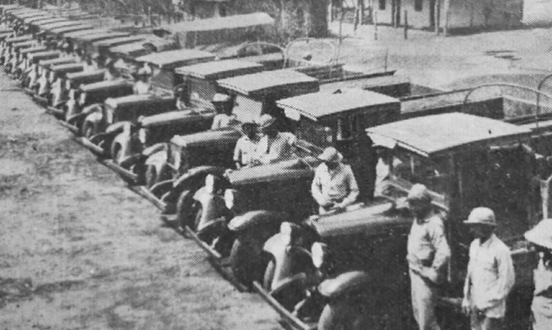 bozzano - Camiones Preparados En Los Arsenales