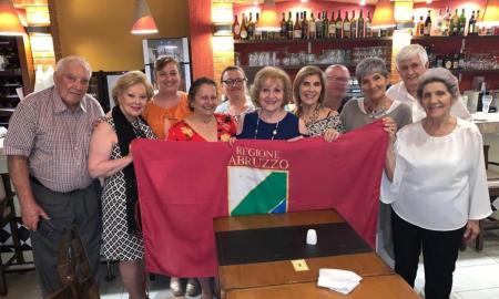 Abruzzo - Italianos De La Region De Abruzzo Reunidos
