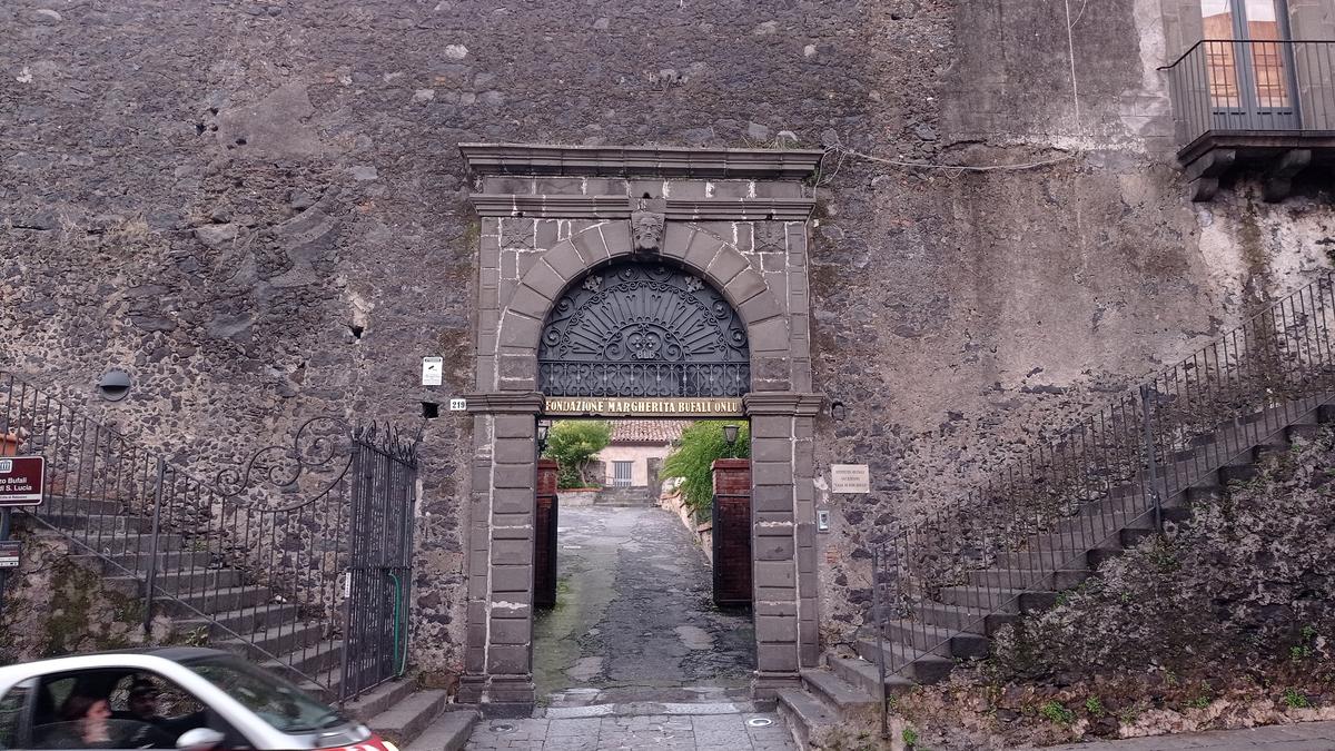 Palazzo Bufali-Portone principale