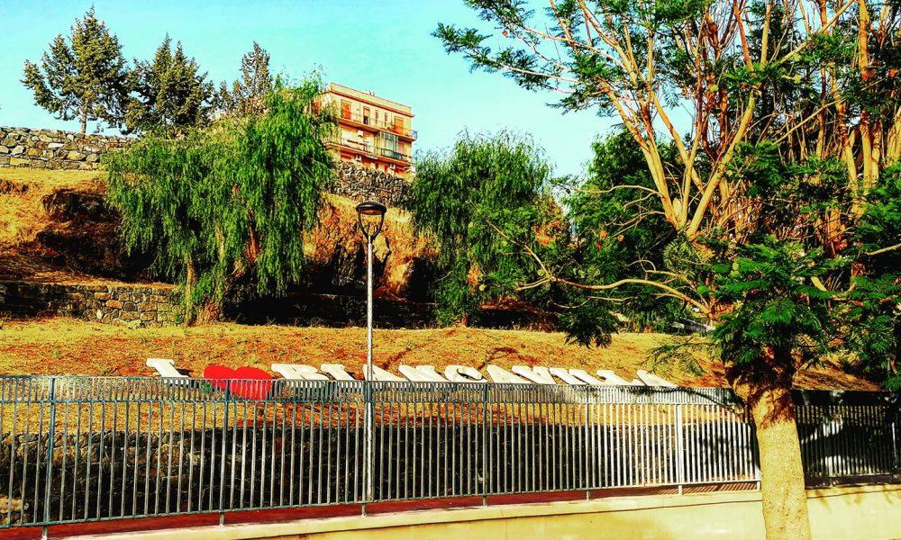 I Love Biancavilla: una scritta che accoglie coloro che fruiscono dei rinnovati spazi del giardino pubblico della città