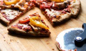 Pizza - Corte De Pizza Sobre Tabla
