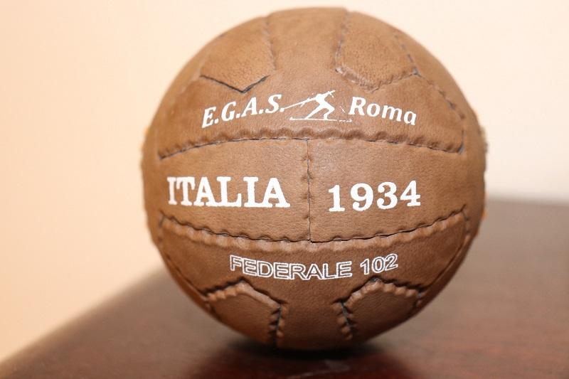 Monguí : Balón Del Mundial De Italia