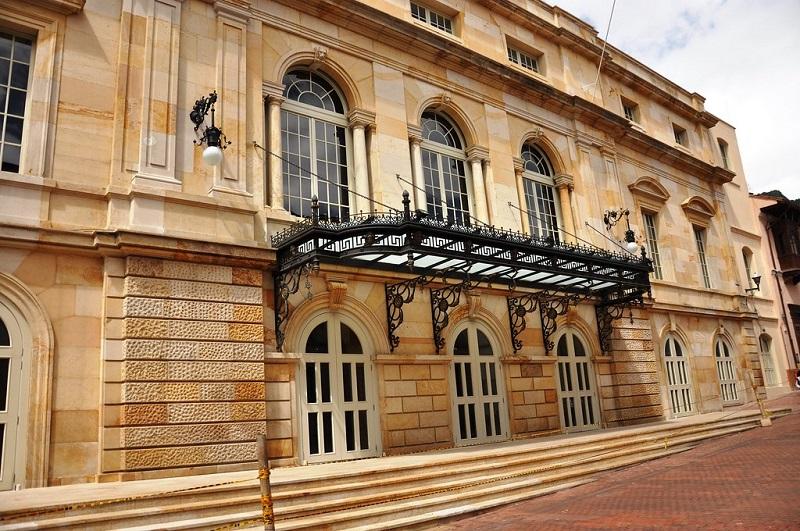Teatro Colón - Frente Teatro Colon