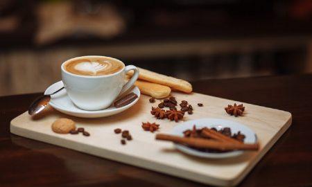 Cafe - Taza De Cafe Con Pan Y Chocolate