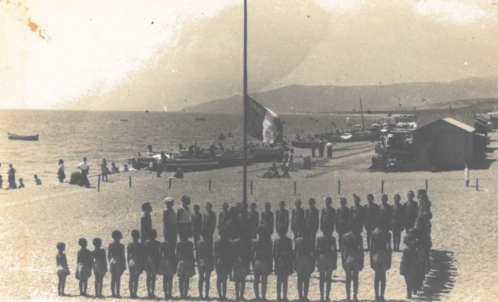1 Alzabandiera Alla Colonia Mutini. Anno 1955