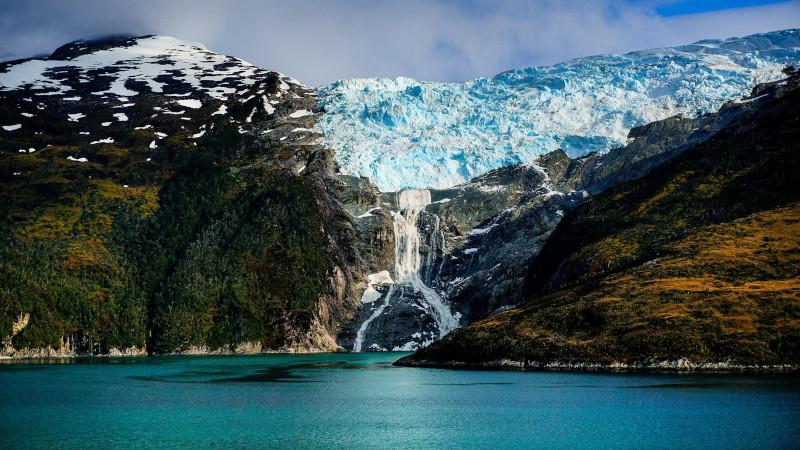 sacerdote salesiano montañas Patagonia - Glaciar Romanche en el Parque Nacional Alberto de Agostini