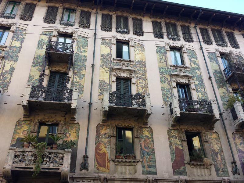 Chilena a la Milanesa - Edificio
