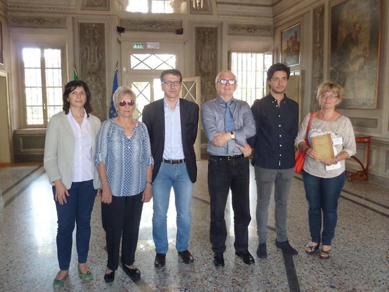 Laura Tanara - Laura Y Municipales