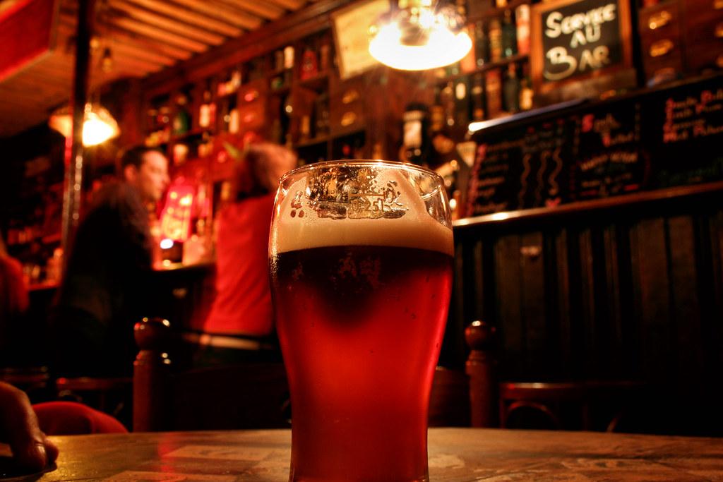 Oktoberfest - bicchiere di birra nel locale