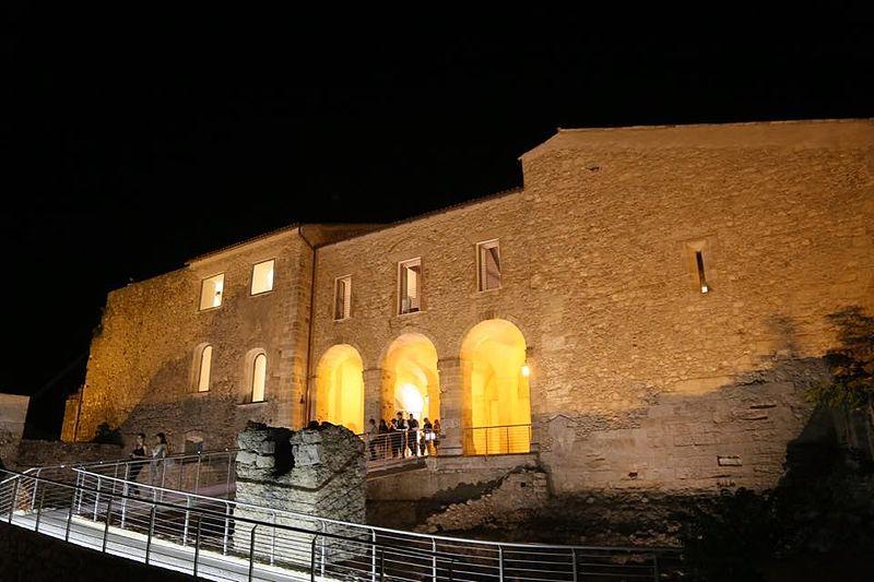 Castello Normanno Svevo Di Notte