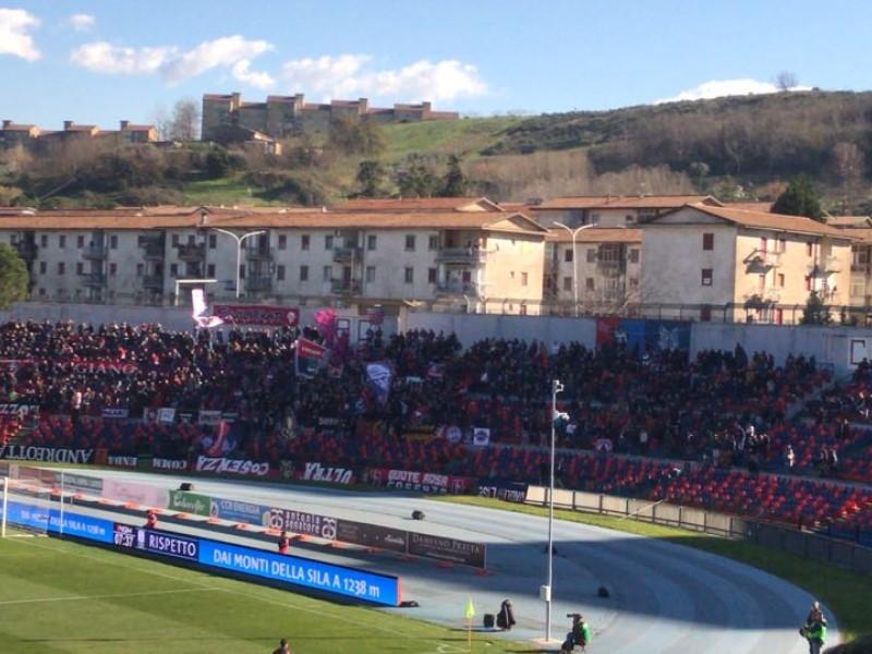 la curva dello stadio San Vito
