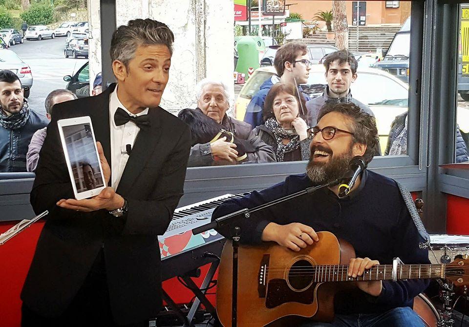 il cantautore e Fiorello a sanremo