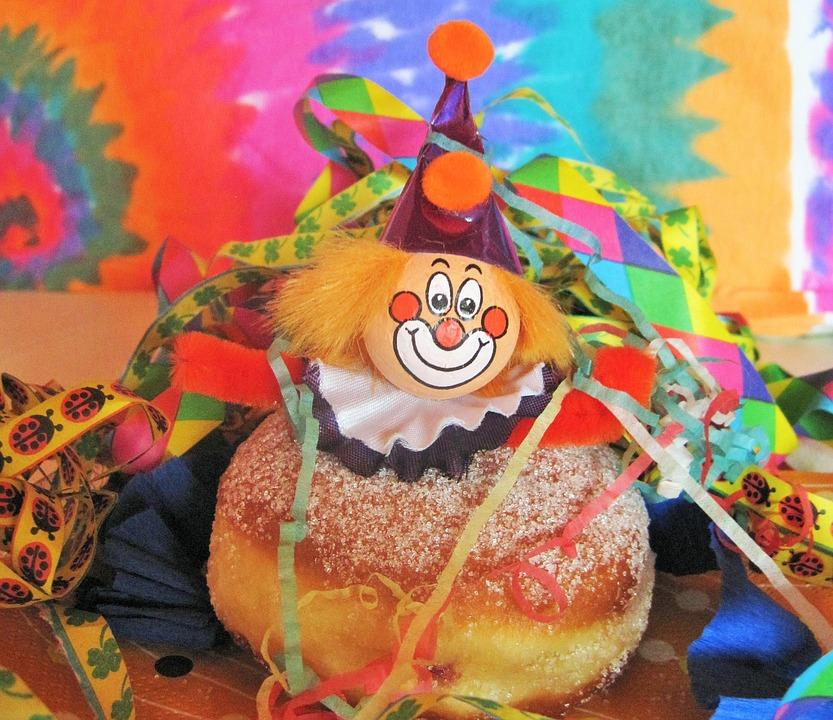 Carnevale con dolci e coriandoli
