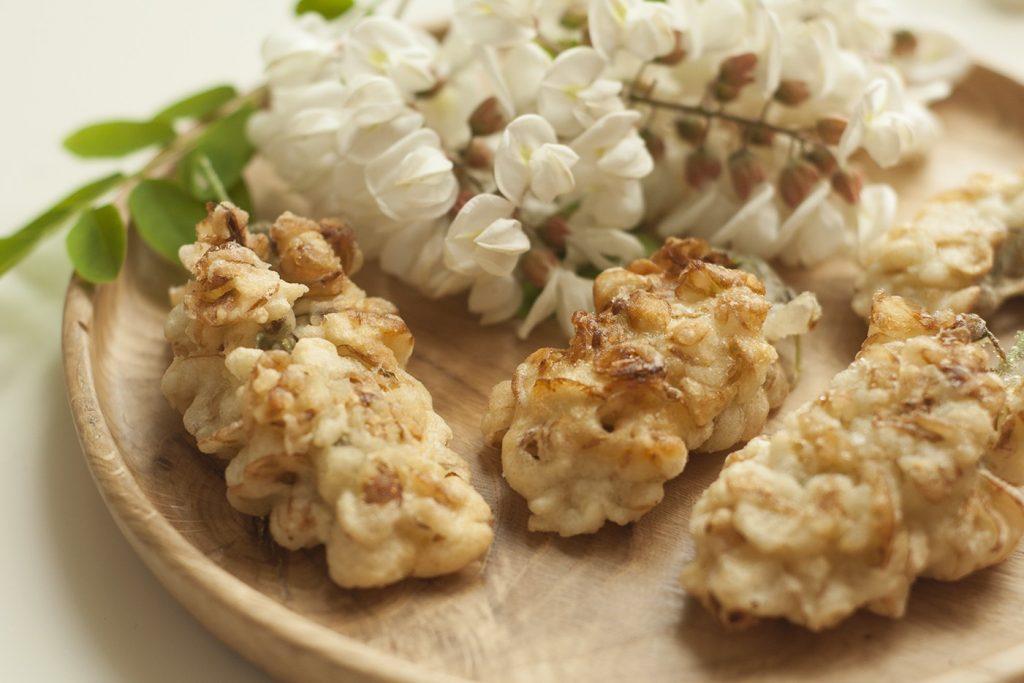 Frittelle commestibili di acacia, ricetta con ingredienti