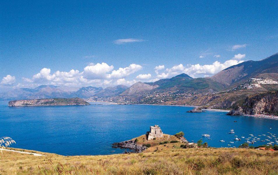 La Torre Di San Nicola Arcella E L'isola Di Dino