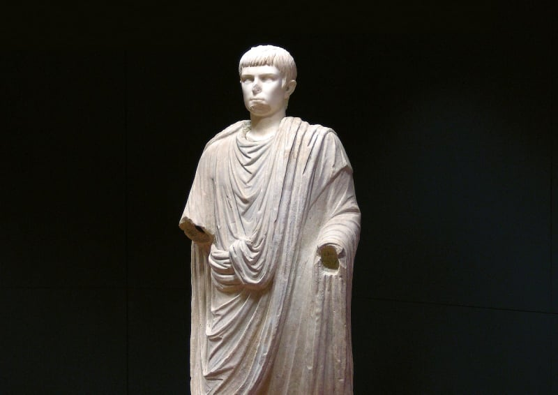 Statua Marmorea Personaggio Togato