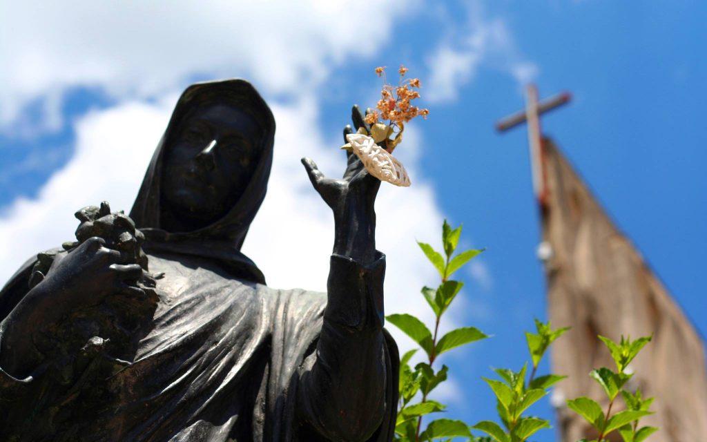 Vergine Maria La Statua parrocchia sacro cuore di gesù