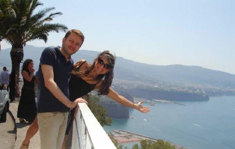 Italiano en Guatemala - Salvatore Con Su Esposa En Italia