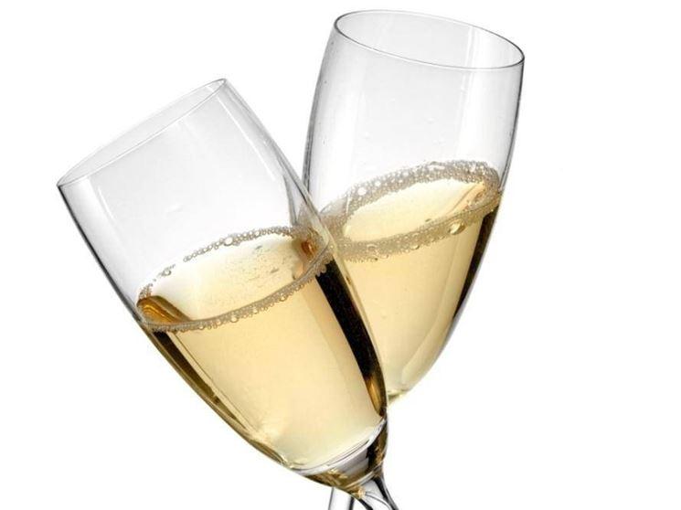 la sfida è iniziata. champagne vs spumante sarà una lotta durissima