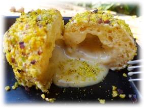 Perle di pistacchio con formaggio fuso al suo interno