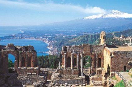 Taormina: una perla del Mediterraneo citata da Goethe e da Guy de Maupassant