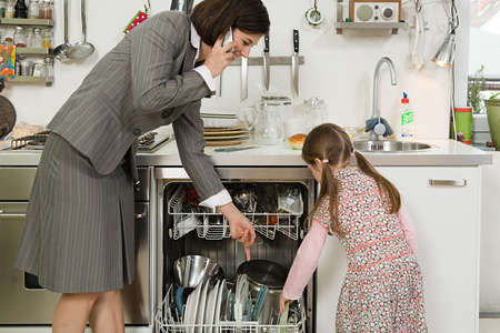 Donne acrobate tra lavoro e famiglia. Perché?