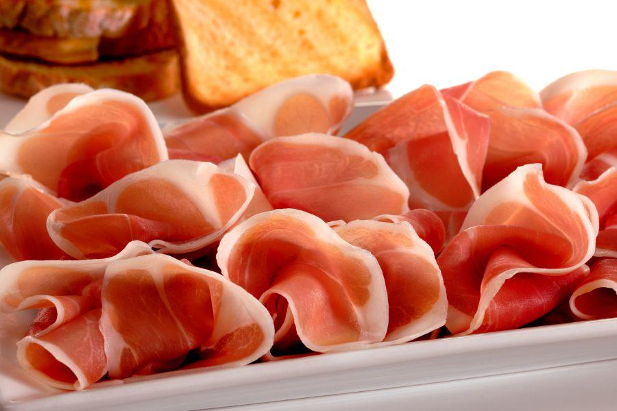Specialità della zona di Udine, il prosciutto crudo Dop di San Daniele.