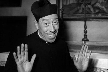 """Don Camillo: il prete """"letterario"""" più famoso d'Italia"""
