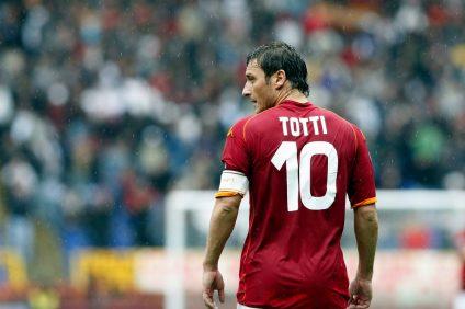 Il gladiatore giallorosso Francesco Totti si arrende all'età. Si ritira e da l'addio al calcio giocato