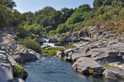 Farsi trascinare dalle acque del Parco Fluviale dell'Alcantara