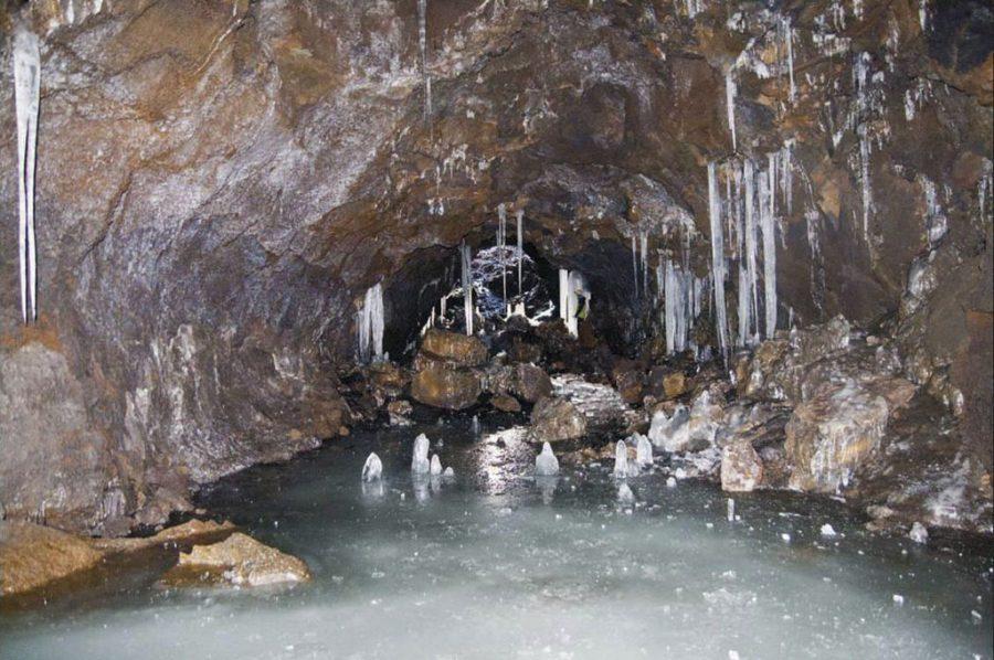 La Grotta del Gelo, unico ghiacciaio presente sul Vulcano