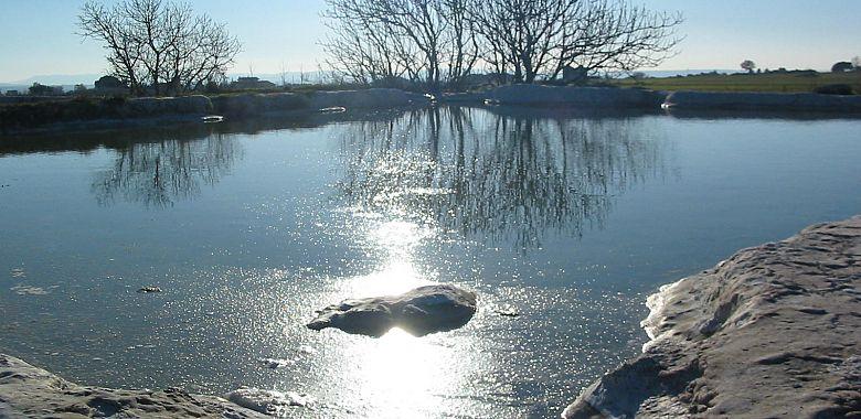 Le acque hanno notevoli effetti terapeutici, apprezzati sin dai tempi degli antichi Etruschi e dei Romani.