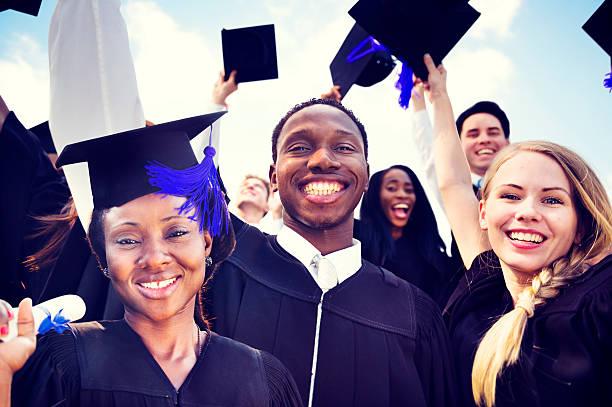 Chi si laurea presso la Bocconi, il Politecnico o la Cattolica ha più chance di ricevere uno stipendio manageriale