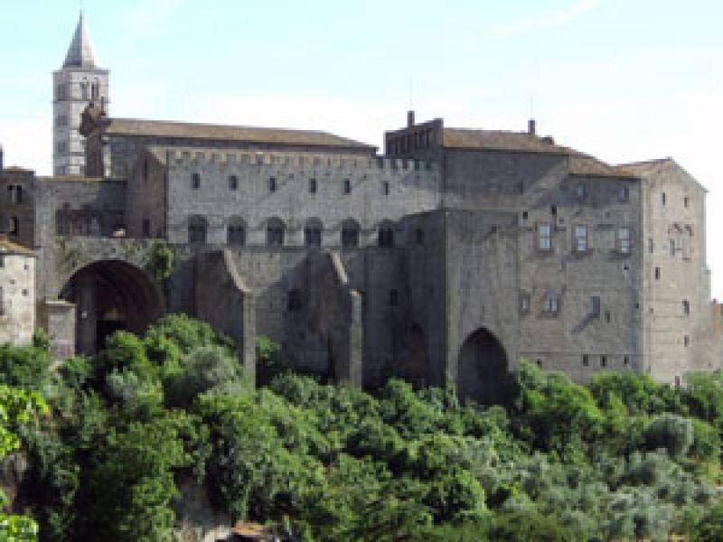 Sede del più grande centro storico medievale d'Europa, Viterbo è stata casa pontificia ed offre sorgenti di acqua curativa