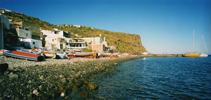 """Le """"punte"""" dell'Isola di Filicudi offrono uno scenario da sogno"""