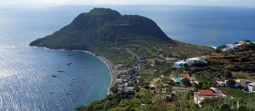"""L'Isola di Filicudi è la penultima di """"sette sorelle"""" di origine vulcanica"""
