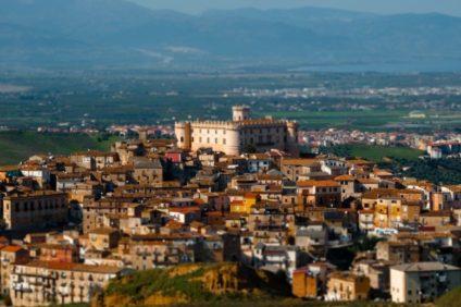 Cosenza tra fertili valli e colline ricche di tradizioni