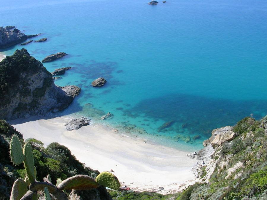 Tropea, che secondo la leggenda fu fondata da Ercole, è la località più rinomata.