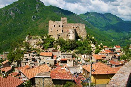Castelvecchio_di_Rocca_Barbena