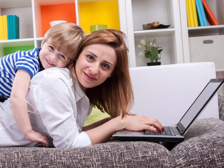 Su Internet sono esplosi i servizi a misura delle mamme digitali