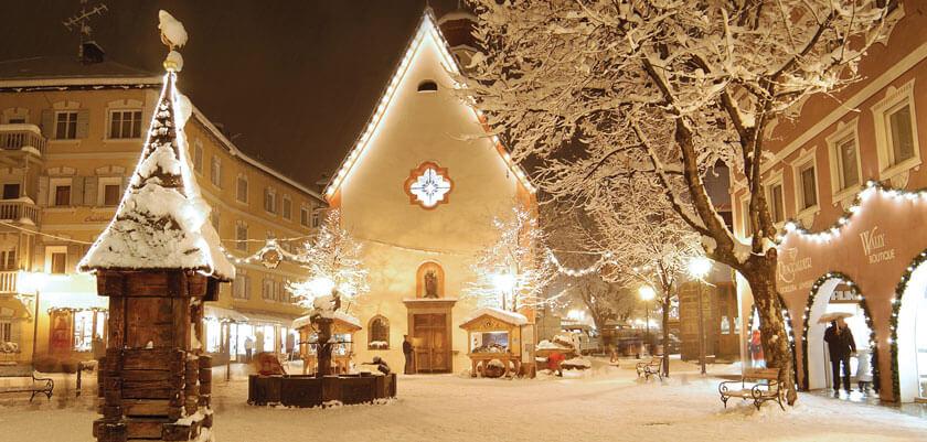 Ortisei diventa quindi il Paese del Natale, con un mercatino molto curato