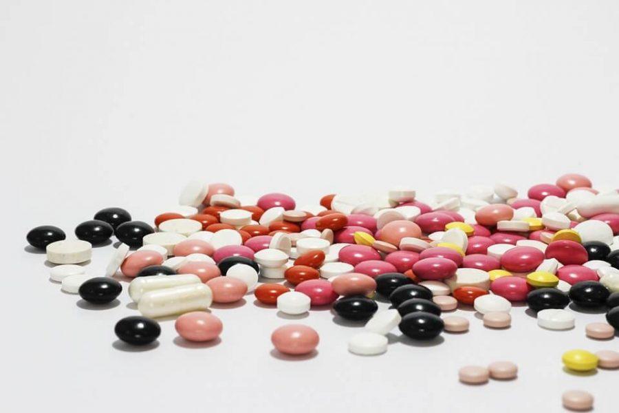 Si possono evitare tanti problemi, anche gravi, con più attenzione all'interazione tra farmaci.