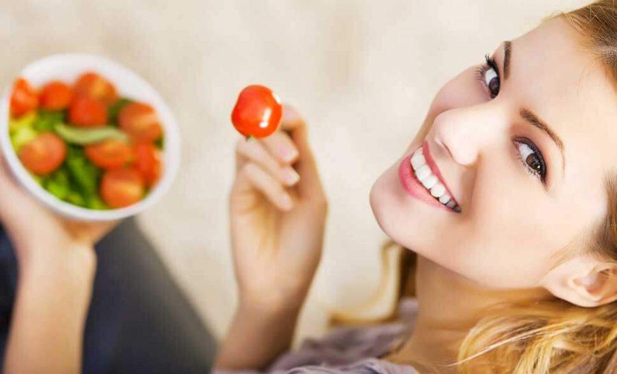 Buoni comportamenti a tavola aiutano la nostra pelle