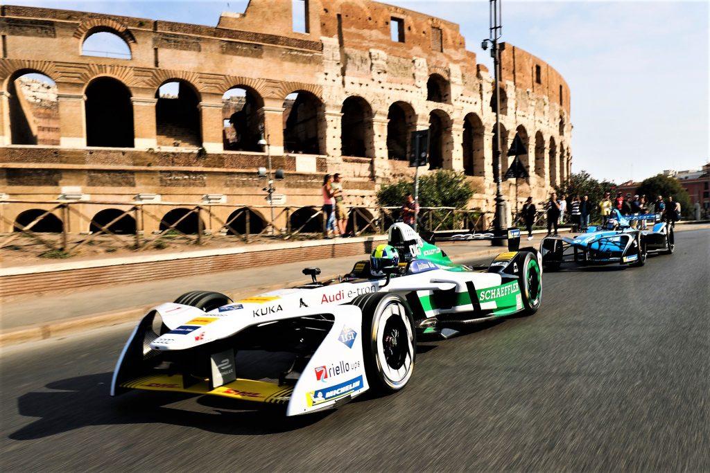 La tappa romana del campionato di Formula E con il Colosseo alle spalle