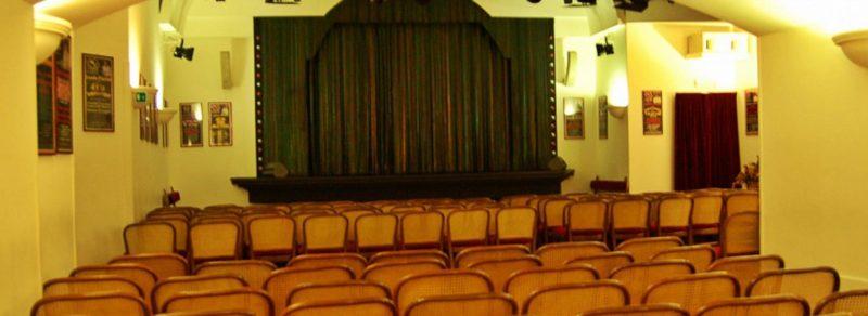 Nel 1968 Lando Fiorini aprì il Puff, uno dei primi locali di cabaret nella Capitale.