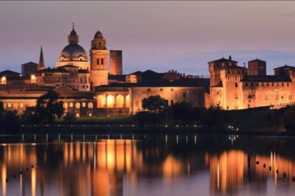 Natale a Mantova, la città che sembra galleggiare